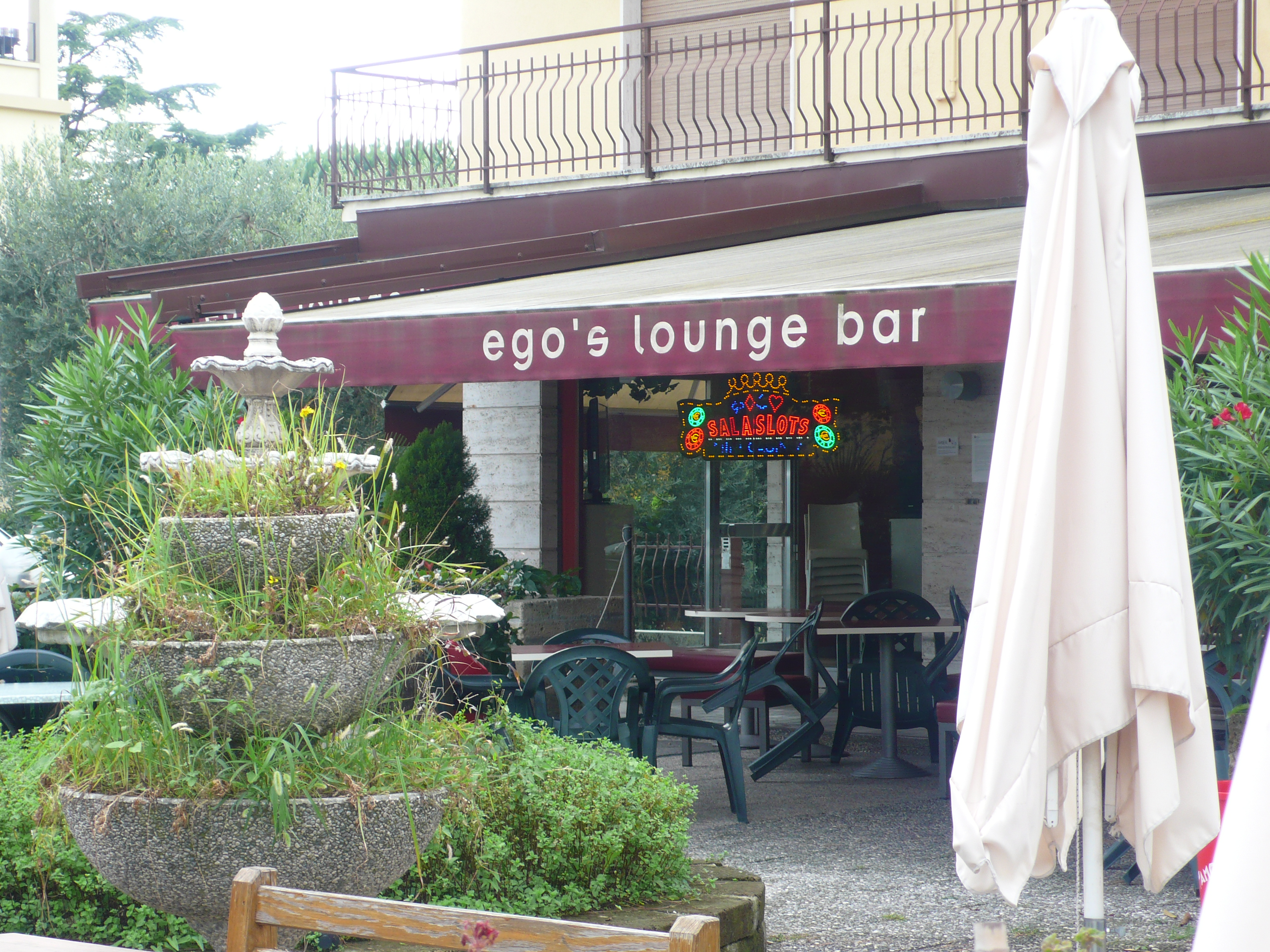 Ego Bar Brunnen Gras